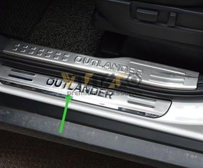 Ốp Bậc Chân Ngoài Mitsubishi Outlander